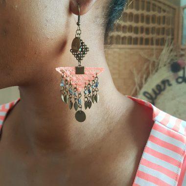 Boucle d'oreilles pendantes corail ethnique