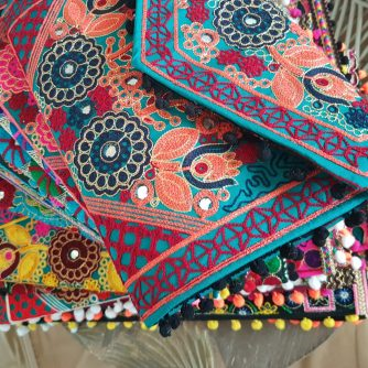 Pochette INDIA style indien, gipsy pour tenue bohème par l'atelier de moka