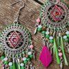 Collection EMMY - CHIC, IMPOSANTE, MAJESTUEUSE ET UNIQUE BOUCLES D 'OREILLES EMMY- FUCHSIA/VERT POMME/BLANC- Plumes, perles et tissage - différentes couleurs - Collection EMMY MARIAGE -