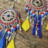 Collection EMMY - CHIC, IMPOSANTE, MAJESTUEUSE ET UNIQUE BOUCLES D 'OREILLES EMMY- JAUNE/BLEU ELECTRIK/ROUGE- Plumes, perles et tissage - différentes couleurs - Collection EMMY MARIAGE -
